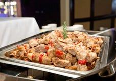 Spiedi del pollo in Bain-Marie Tray Immagini Stock