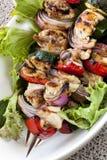 Spiedi della verdura e del pollo fotografia stock