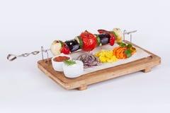 Spiedi di verdure con melanzana, pomodori, peperoni Immagini Stock