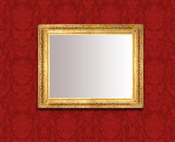 Spiegel auf roter Wand Lizenzfreie Stockfotografie