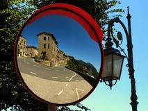 Spiegel in Chiusdino-Land nahe Siena-Stadt lizenzfreies stockfoto