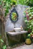 spiegel en gootsteen uitstekende stijl Royalty-vrije Stock Afbeelding