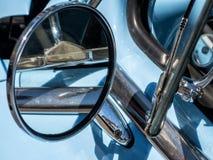 Spiegel en openingsvenster, klassieke auto Stock Afbeelding