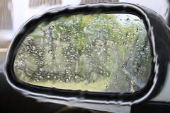 Spiegel en regen stock afbeeldingen