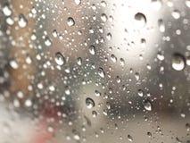 Spiegel onscherpe Regendruppel stock afbeelding