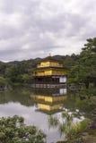 Spiegel-Reflexion des goldenen Tempel-Pavillons Lizenzfreies Stockbild