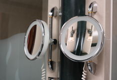 Spiegel, spiegel op de muur stock foto's