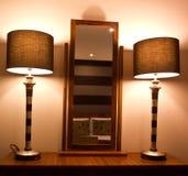 Spiegel und Lampen Stockbild