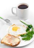 Spiegelei und schwarzer Kaffee stockfotografie