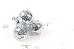 Spiegelkugel Weihnachtsverzierung stockbilder