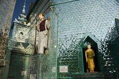 Spiegeln Sie Tempel auf Myanmar (Birma), Südostasien - Innenhof-Ansicht wider Stockfotografie