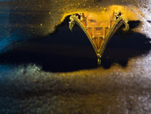 Spiegelreflexion des thailändischen Tempels Lizenzfreies Stockbild