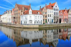Spiegelrei och Langereien i Bruges Belgien Europa royaltyfria bilder