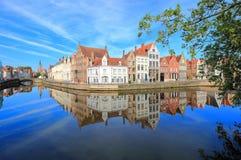 Spiegelrei och Langereien i Bruges Belgien Europa arkivfoton