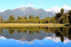 Spiegelweerspiegeling van een Boerderijingang stock foto