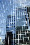 Spiegelwolkenkratzer Lizenzfreie Stockbilder