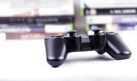 Spiel controllerwith Spiele - horizontal Lizenzfreie Stockfotografie