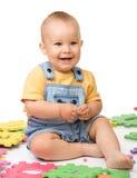 Spiel des kleinen Jungen mit Alphabet Lizenzfreie Stockbilder