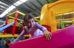 Spiel des kleinen Mädchens Lizenzfreie Stockfotografie