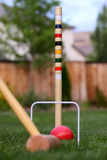 Spiel des Kroketts im Hinterhof Stockbild