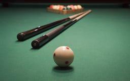 Spiel des Pools (Billiard) stockbild