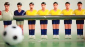 Spiel für zwei Spieler foosball Ballspiel-Plastikspielwaren stock video footage