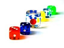 Spiel farbige Würfel Stockfotos