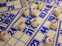 Spiel, Lotto, Karten, Fässer mit Zahlen Lizenzfreie Stockfotos