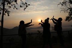 Spiel mit dem Sonnenaufgang stockbild