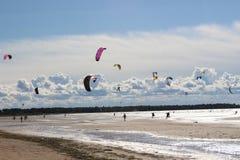 Spiel mit dem Wind stockbilder