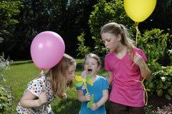 Spiel mit drei Schwestern mit der Windmühle Lizenzfreies Stockfoto