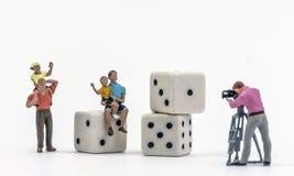 Spiel Parchis, Miniaturzahlen Lizenzfreies Stockbild