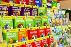Spiel und pädagogische Bücher der Kinder Lizenzfreie Stockfotos