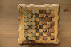 Spiel von Kontrolleuren - US-Cents GEGEN eurocents Stockfotografie