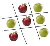 Spiel von tris mit Äpfeln lizenzfreie stockfotos