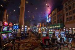 Spielautomaten in neuem York-neuem York-Hotel stockfotos