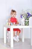 Spiele des kleinen Mädchens Stockfoto