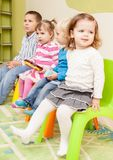 Spiele im Kindergarten stockfotos