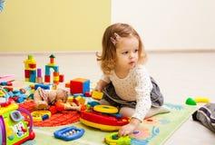 Spiele am Kindergarten lizenzfreie stockfotos