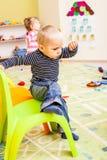 Spiele am Kindergarten stockfotografie