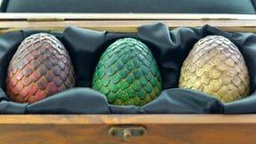 Spiele von Thronen HBO autorisierten Replik von Drache ` s Eiern im Holzetui stockbild