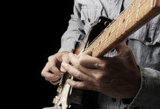 Spielen der alten elektrischen Gitarre Stockbilder