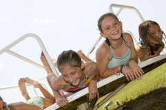 Spielen der jungen Mädchen Lizenzfreie Stockfotografie