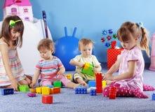 Spielen der Kinder Stockbilder