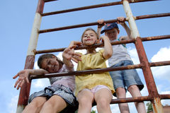 Spielen der Kinder im Freien Stockfotografie