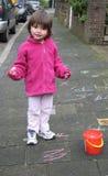 Spielen in der Straße Lizenzfreie Stockbilder
