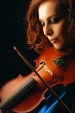 Spielen der Violine Stockbild