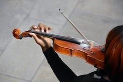 Spielen der Violine Stockfotografie