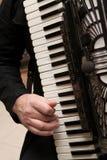 Spielen des Akkordeons Stockfoto