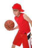 Spielen des Basketballs Stockfotografie